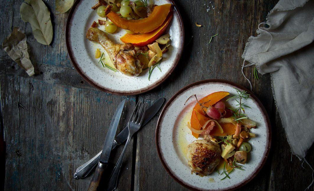 Kürbis-Eintopf mit Hühnchen und Weintrauben.