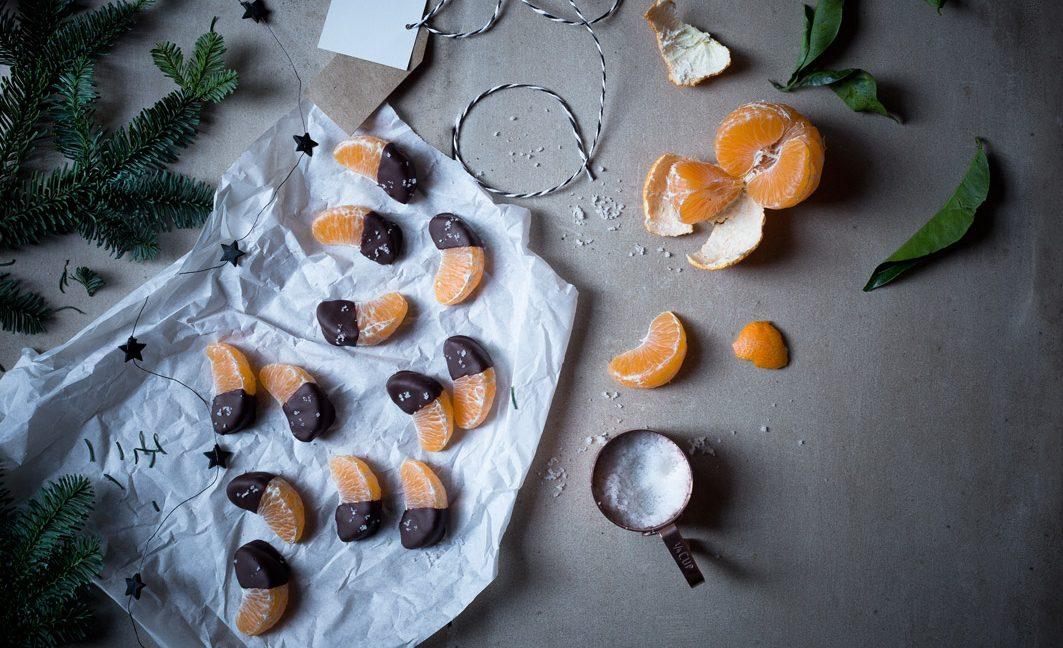 Mandarinen-Glühwein mit Schoko-Mandarinen.