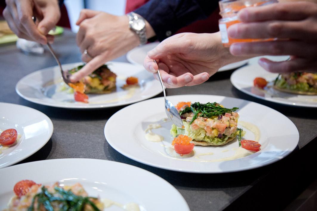 Vorspeise anrichten in der Fissler-Kochakademie
