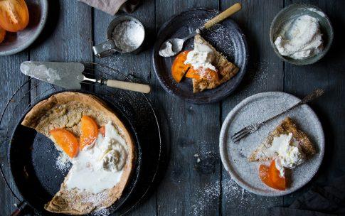 Kokos Dutch Baby mit Kaki – ein Rezept für Pfannkuchen aus dem Ofen.