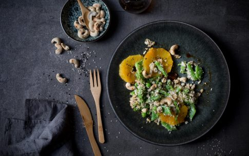 Asiatischer Blumenkohlreis-Salat.