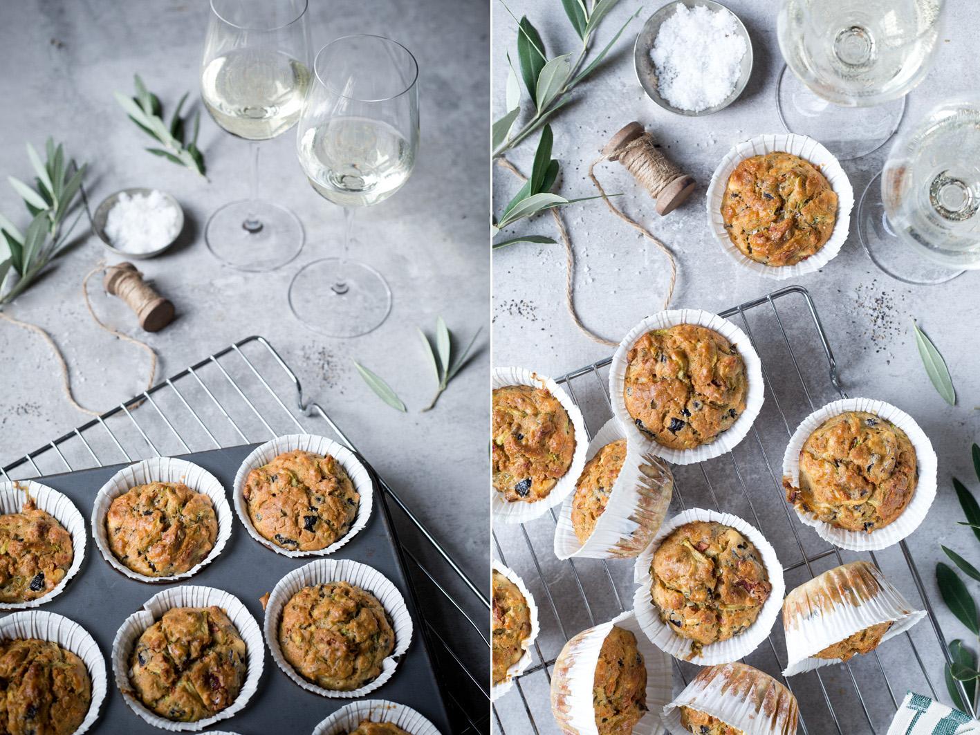 Herzhafte Muffins mit Kräutern, Tomaten und Oliven