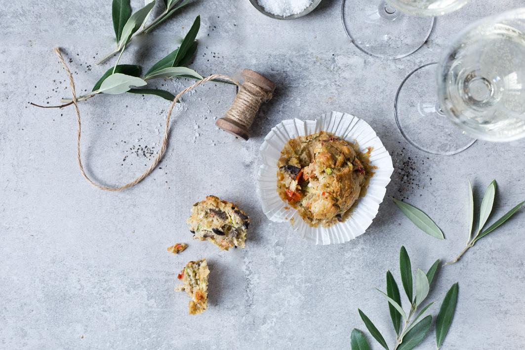 Rezept für herzhafte Muffins mit Oliven und Feta