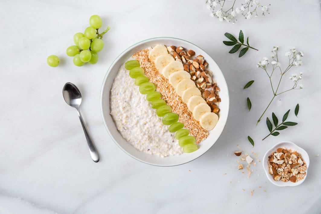 Breakfast Bowl mit Hirse und Joghurt