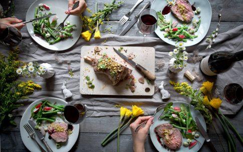 Lammkeule mit frischem Bohnensalat und Rosmarinjus.