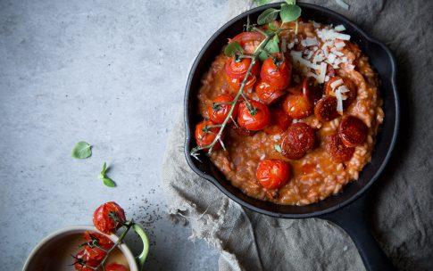 Tomatenrisotto mit Chorizo.