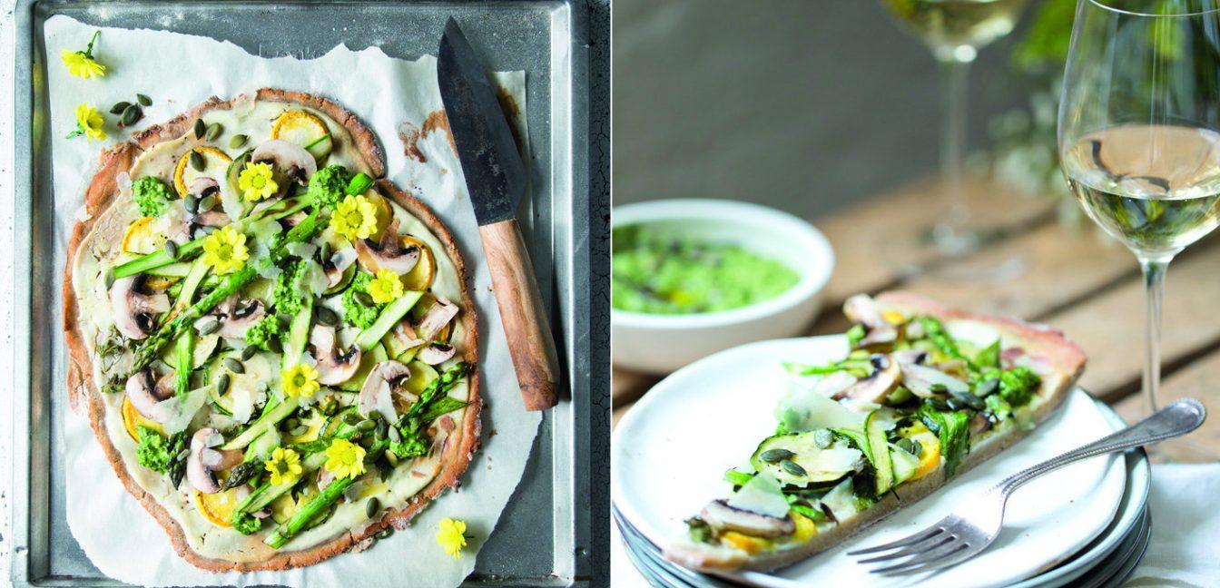 Sommerlicher Flammkuchen mit Zucchini und Spargel.