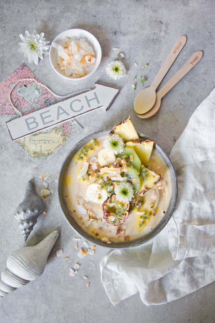 Summer Smoothie Bowl - Smoothie Bowl mit Ananas, Mango und Kokos