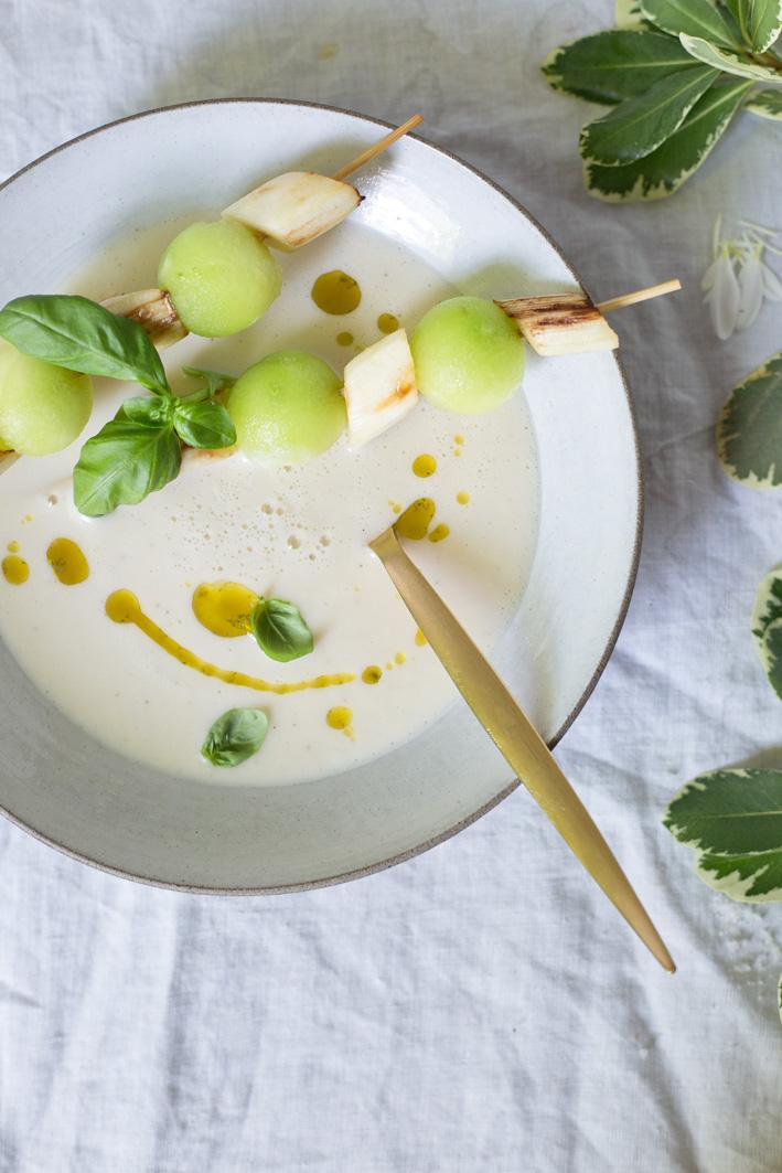 Spargelsuppe mit Kokosmilch und Melonenspieß (vegan)