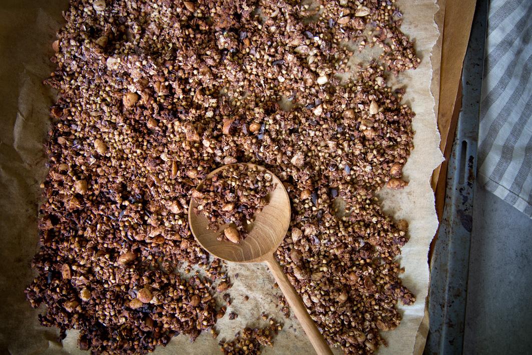 Knuspermüsli mit Schokolade und Buchweizen