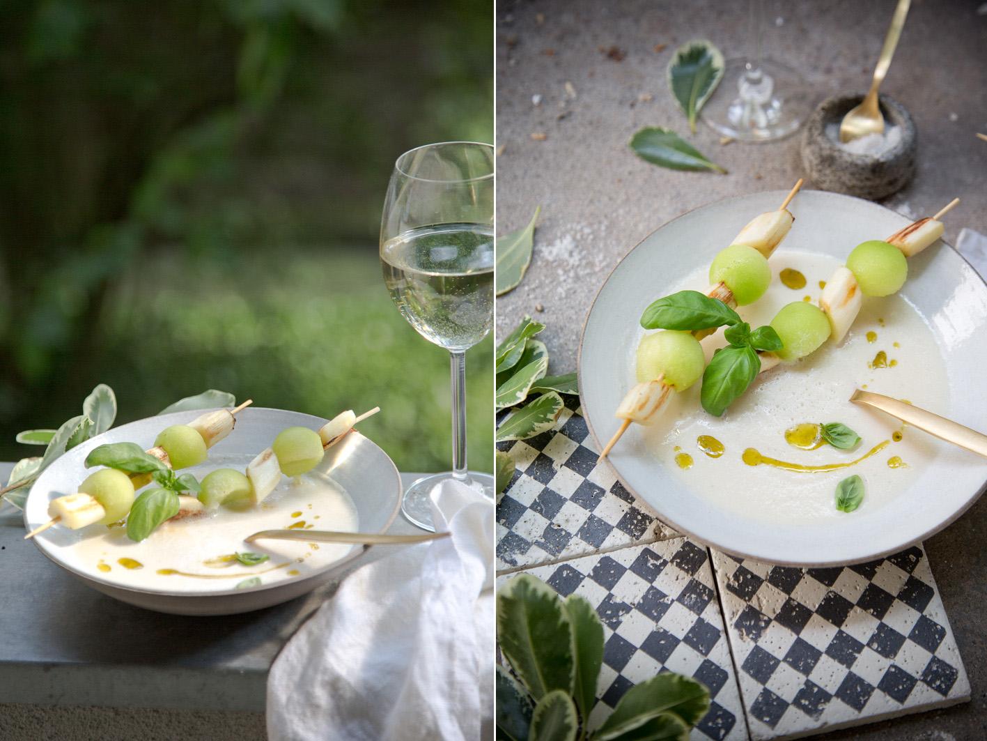Sommerliche Spargelsuppe mit Melonenspieß und Kokosmilch
