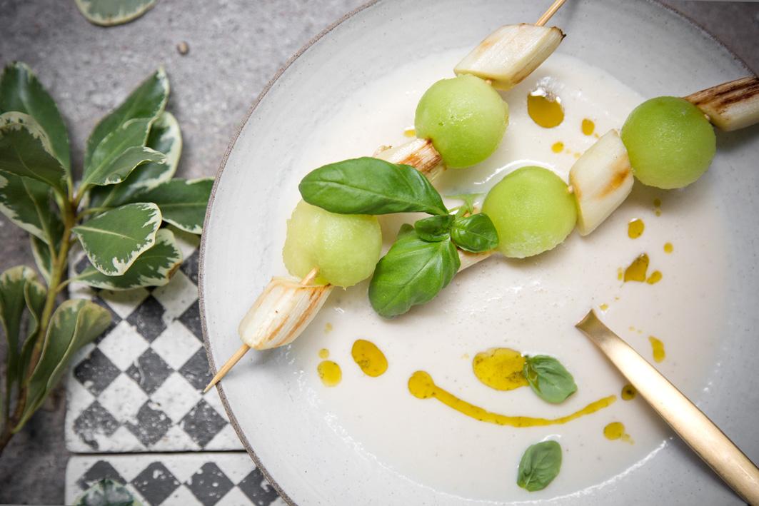 Spargelsuppe mit Melone und Kokosmilch