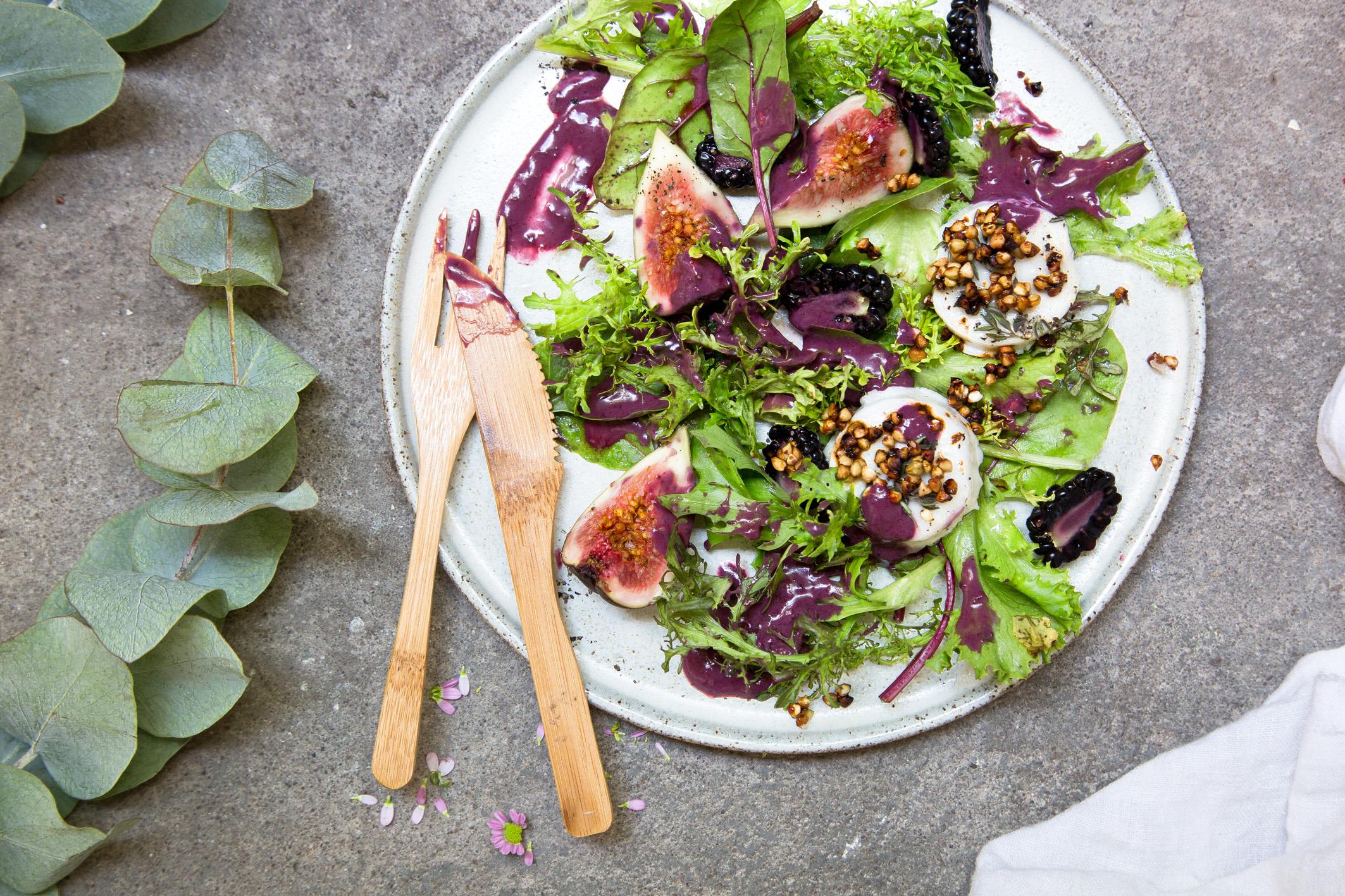 Salat mit Brombeeren und Feigen