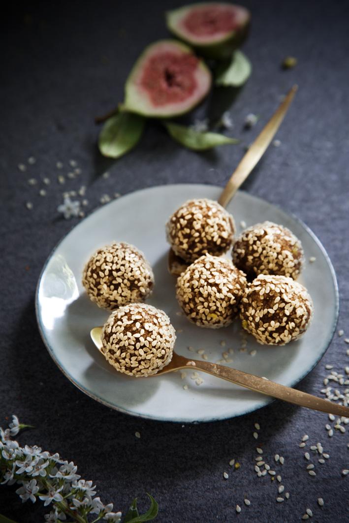 Marokkanisches Dattelkonfekt mit Sesam