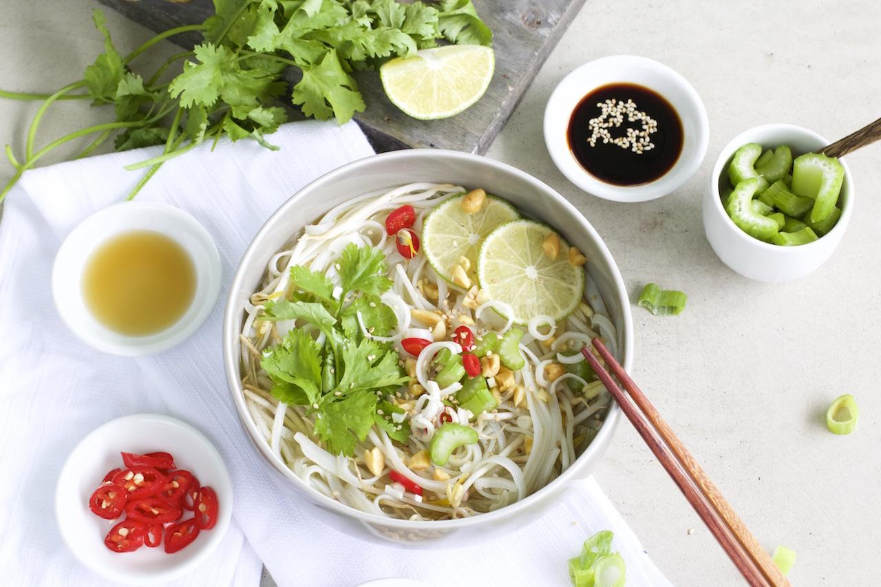 Gesunde Thai Nudelsuppe
