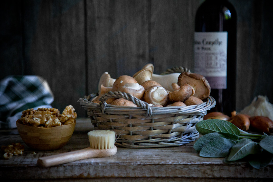 Pilze und Rotwein
