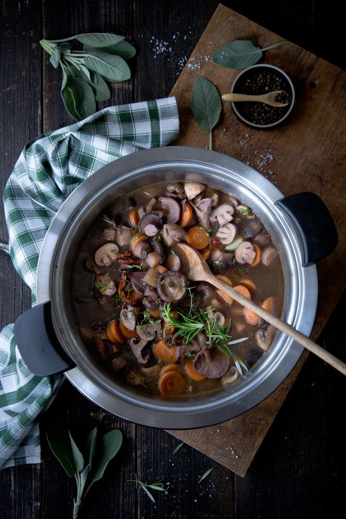 Geschmorter Pilzeintopf mit Rotwein aus dem Hotpan