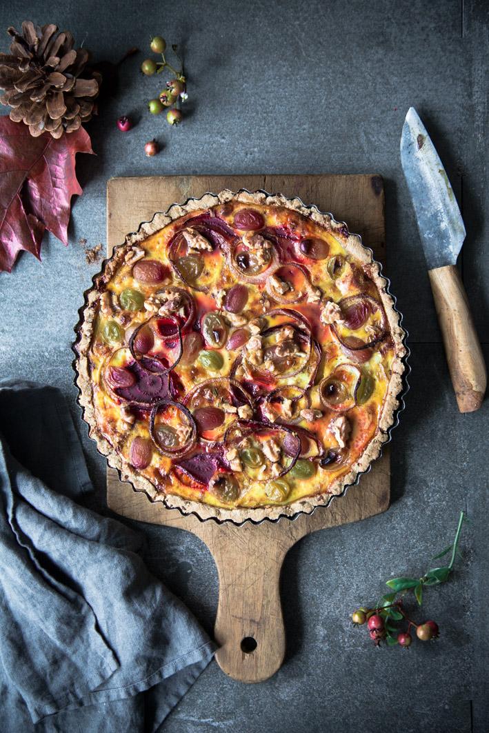 Herzhafte Winzerquiche mit Spitzkohl, Trauben und Rote Bete