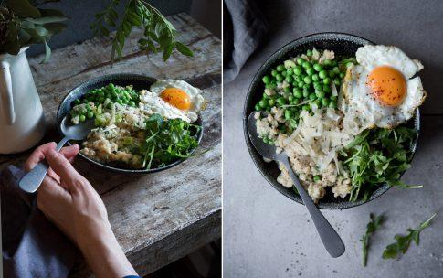 Herzhaftes Oatmeal mit Parmesan und Spiegelei.