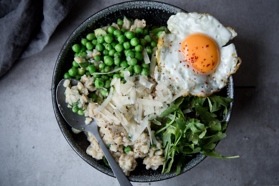 Herzhaftes Oatmeal mit Ei