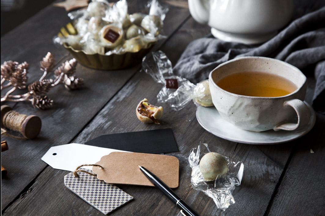 Tee und Pralinen