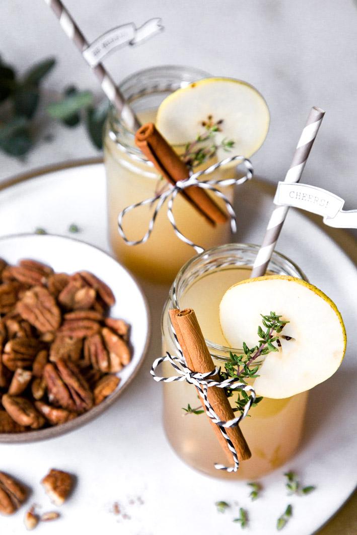 Weihnachtlicher Cocktail mit Lille, Birne und Zimt
