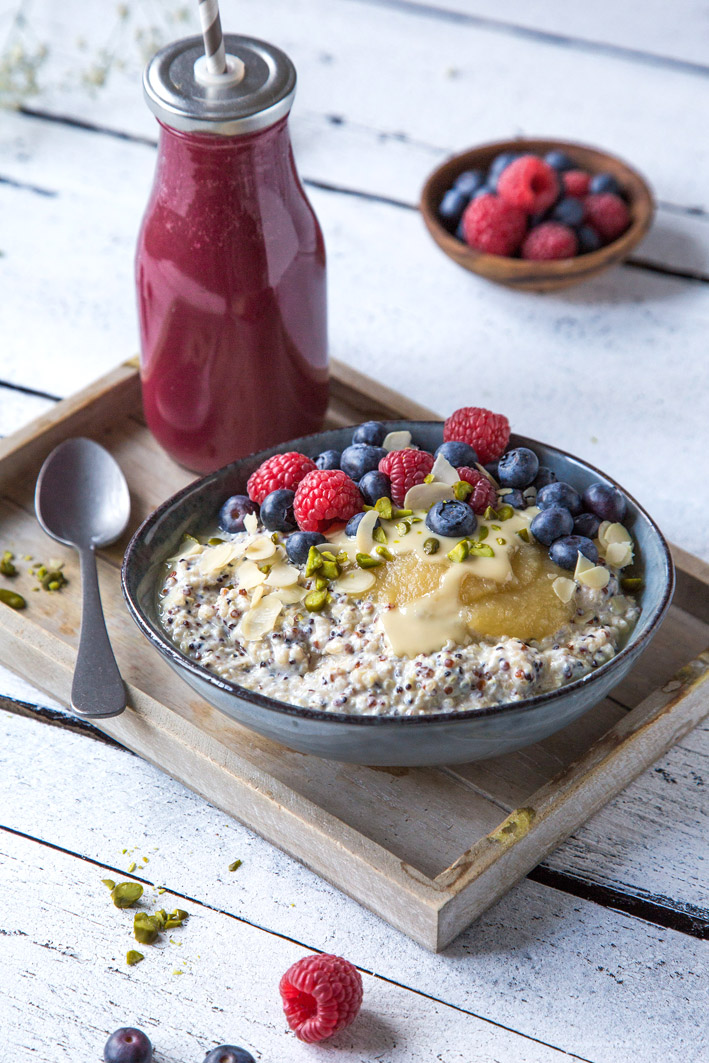 Frühstück mit Quinoa und Obst