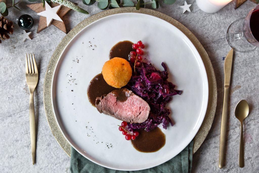 Rinderbraten mit Lebkuchensauce und Rotkohl