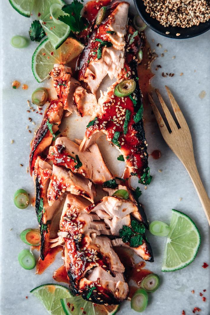 Lachfilet in süß-scharfer Sriracha-Marinade