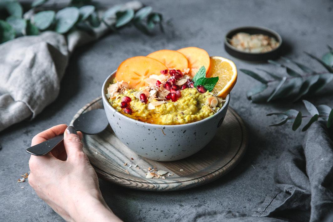 Warmer Hirse Porridge mit Obst