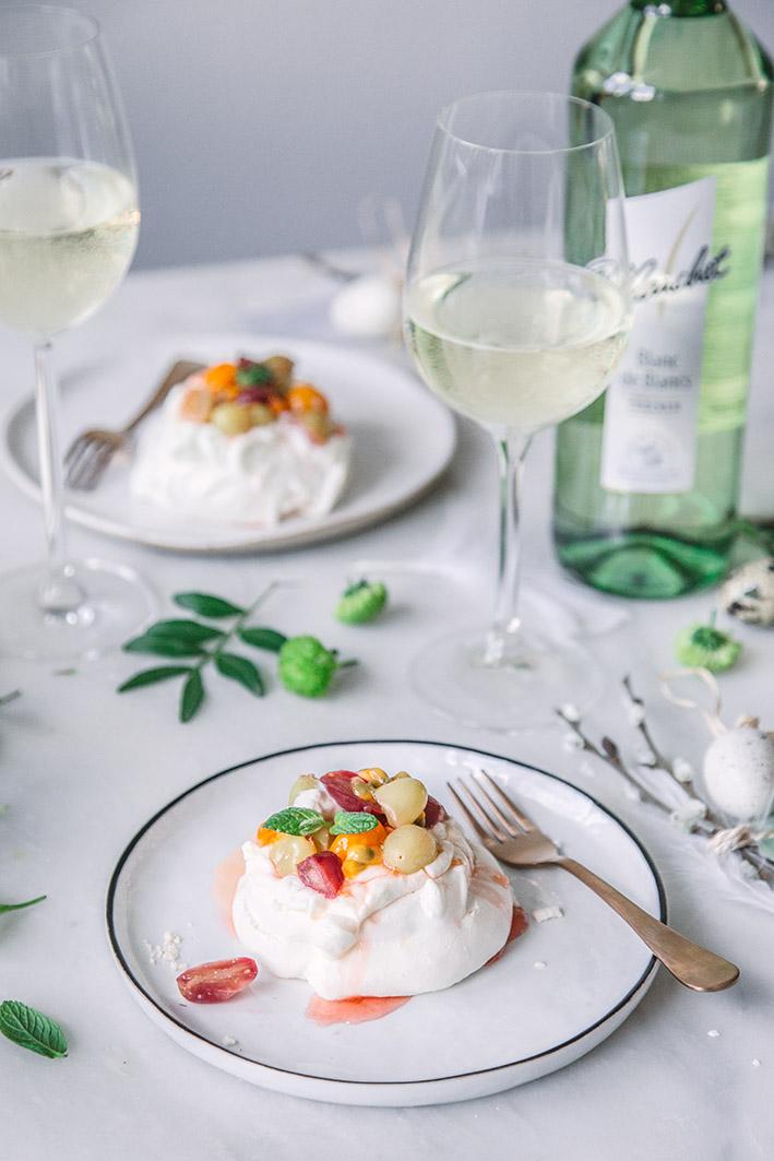 Himmlische Pavlova mit Trauben und Joghurt-Creme