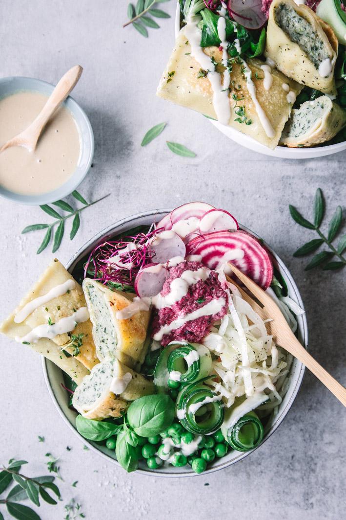 Bunte Salatbowl mit Maultaschen
