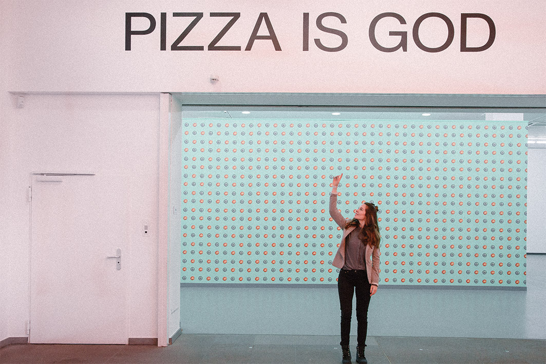 Pizza is God Ausstellungsbesuch