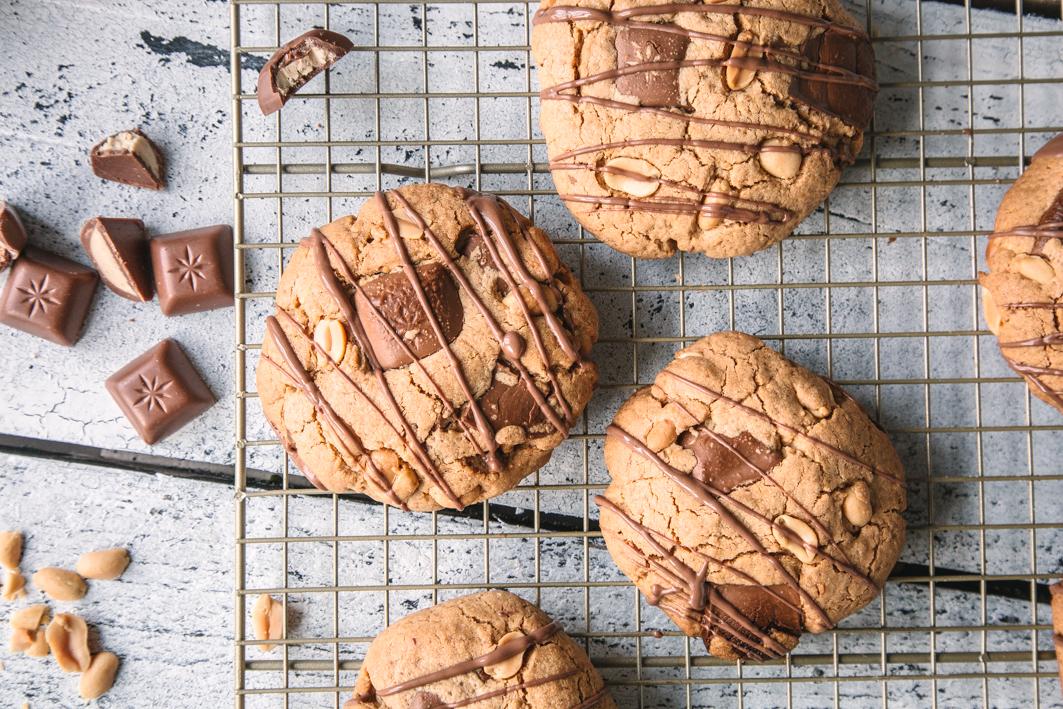 Erdnussbutter-Cookies mit großen Schokostücken