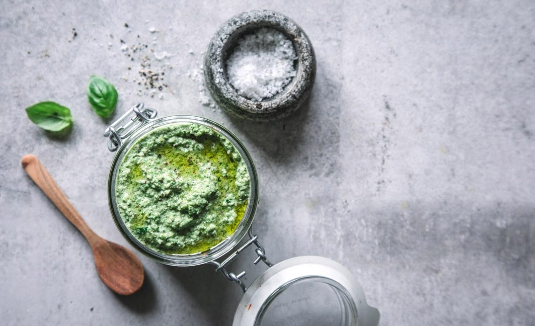 Veganes Superfood-Spargelpesto