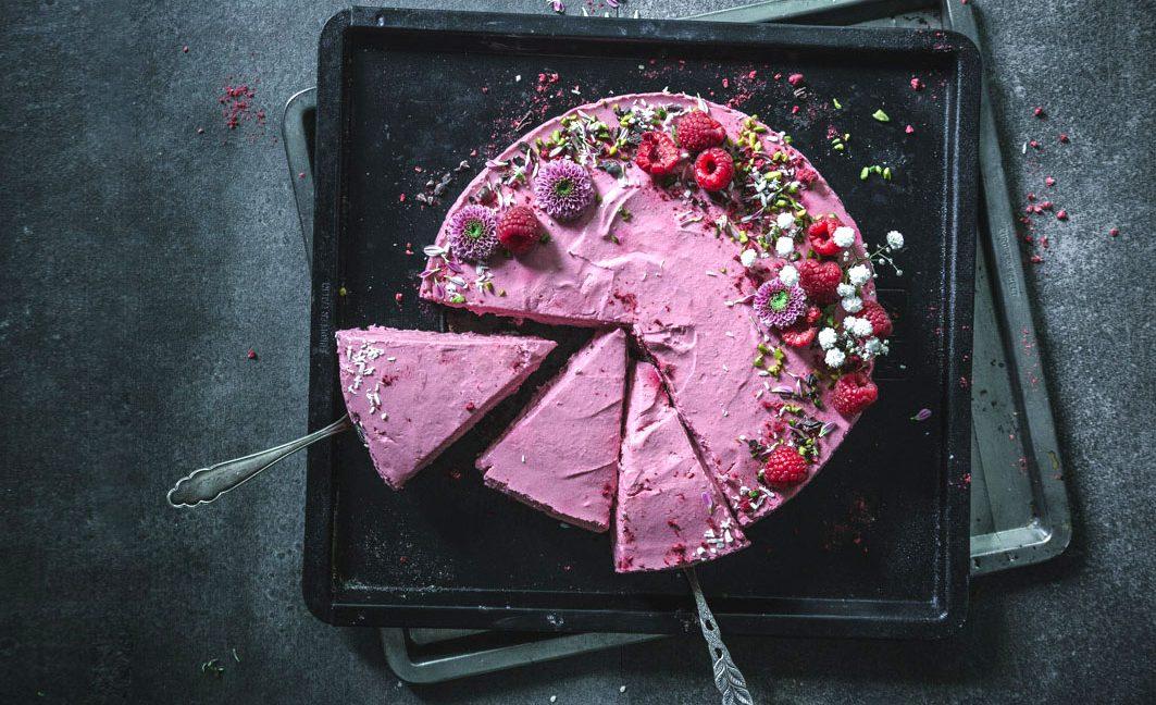 No Bake Cheesecake mit Roter Bete und Himbeeren.