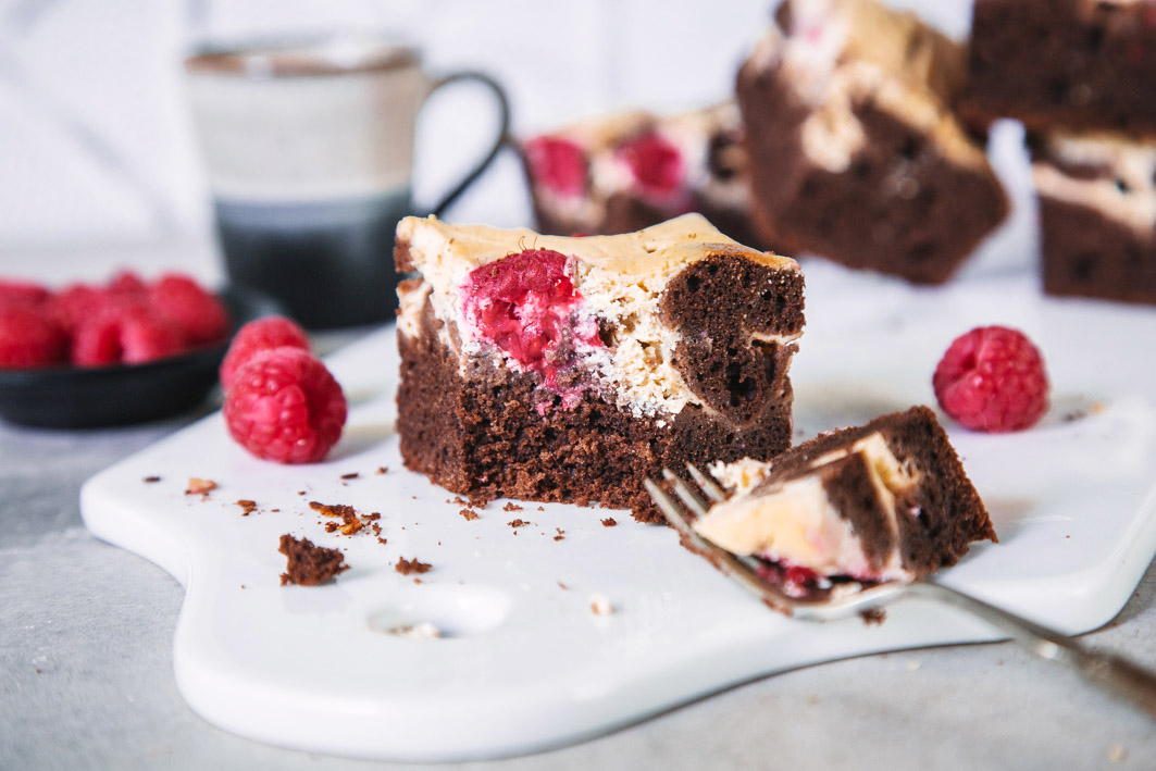 Cheesecake-Brownie mit Himbeeren