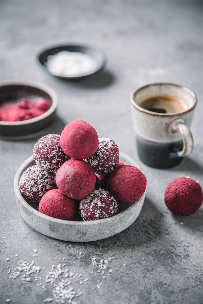 Energy Balls mit Roter Bete, Kokos und Cashews