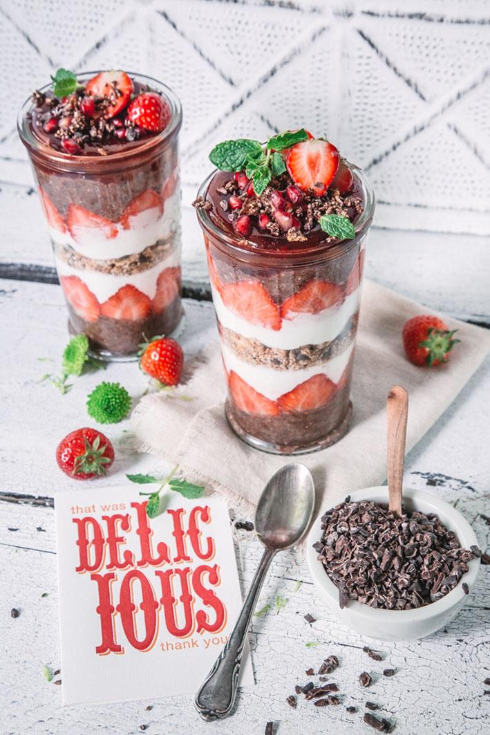 Schoko Chia Pudding mit Erdbeeren