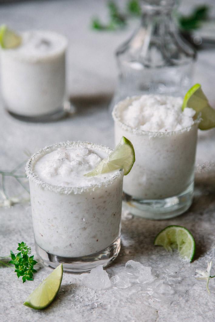 Sommerlicher Daiquiri mit Kokosnuss