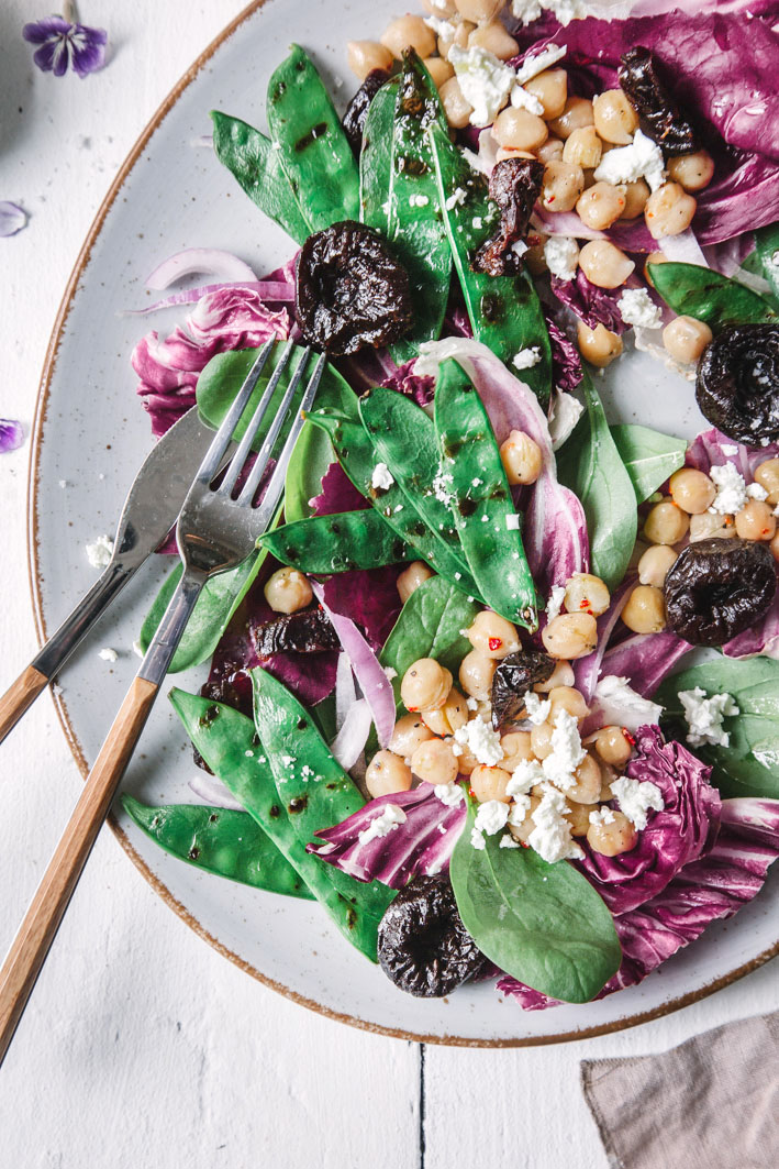 Grillsalat mit Kichererbsen und Feta