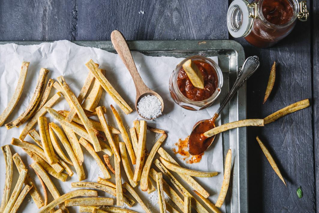 Kochbananen Pommes mit Trockenpflaumen Ketchup