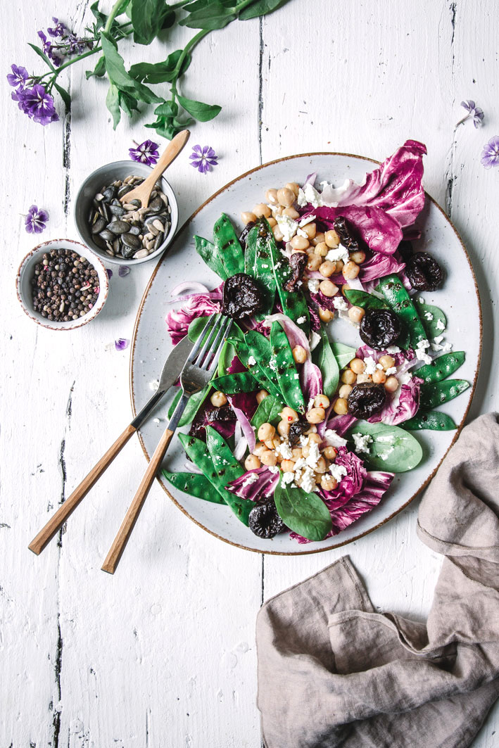Zuckerschoten-Salat mit Kichererbsen und Feta