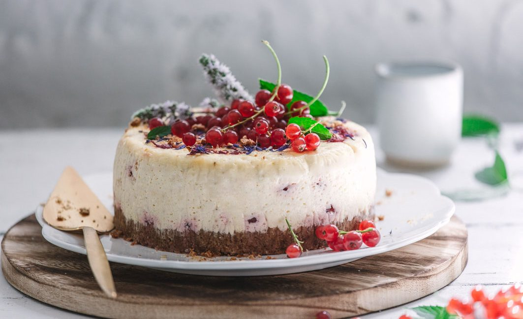 Johannisbeer-Tonkabohnen-Cheesecake
