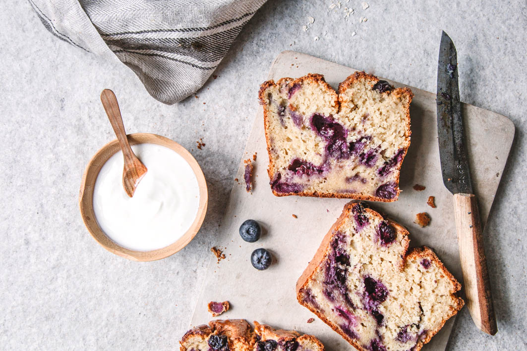 Saftiges Blueberry Bread mit griechischem Joghurt