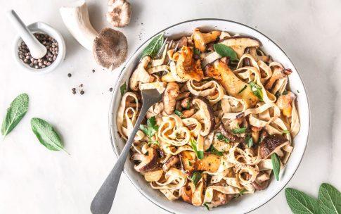 Vegane Pilzpasta mit Soja-Nudeln
