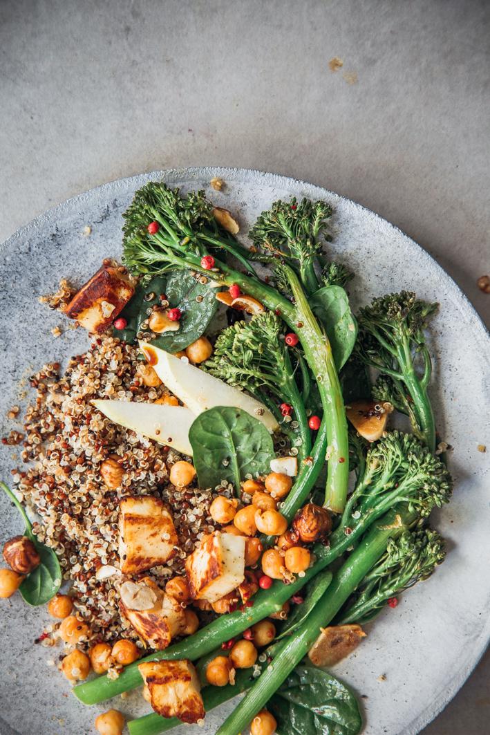 Gerösteter Brokkolini mit Quinoa und Halloumi