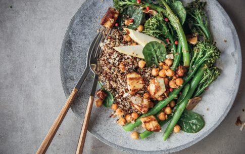 Gerösteter Bimi aus dem Ofen mit Quinoa und Halloumi