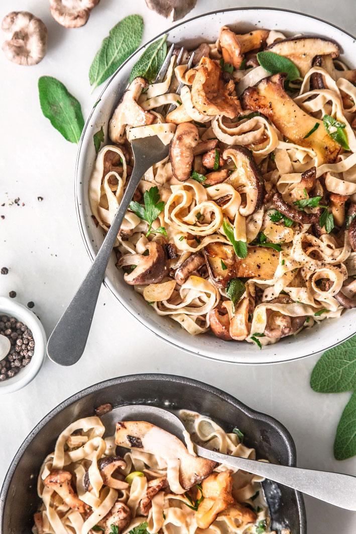 Vegane Low Carb Pasta aus Sojabohnen mit Pilzen