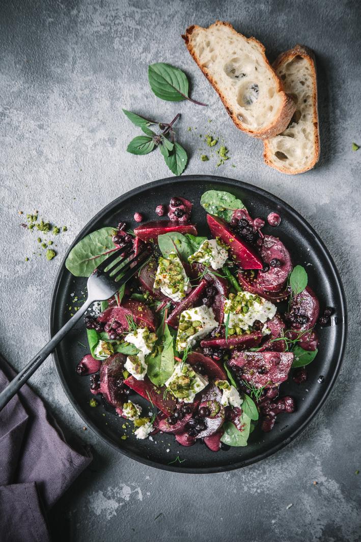 Rote Bete Salat mit Blaubeere Dressing